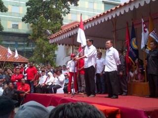 Deklarasi pasangan Jokowi - JK di depan Gedung Joeang 35 Jakarta, Senin (19/5) - (detik.com)