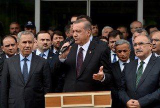 Erdogan mengadakan konferensi pers seusai kunjungan di pertambangan Manisa (Anadolu)