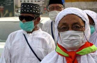 Penggunaan masker adalah salah satu anjuran Kemenkes kepada jamaah umrah. (jurnalhajiumrah.com)