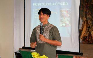 Muhammad Subhan, Pegiat Forum Aktif Menulis (FAM) Indonesia.  (FAM)