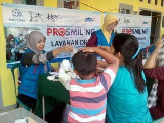Pengobatan Gratis yang digelar atas kerjasama PKPU dan DKM Nurul Iman yang bekerjsama dengan  PT. KCI (Kimberly Clark Indonesia) pada hari Ahad (1/6).  (ms/apn/pkpu)