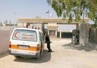 Arsip - Ambulans Palestina yang akan melewati Perbatasan Rafah (felesteen.ps)