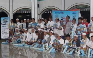 PKPU dan PT. Paragon (Wardah) membagikan 60 paket Al-Qur'an, melalui program Sebar Nusantara (SAN) dan 120 Paket Perlengkapan Ibadah (PPI) kepada para penghuni lapas Kelas II B Cianjur.  ((uti/sn/bud/pkpu)