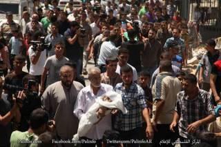 Penduduk Gaza yang berduyun-duyun iringi pemakaman (islammemo.cc)
