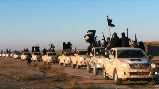 Foto ini diposting pada sebuah situs militan pada hari Selasa (7/1/2014), menunjukkan konvoi kendaraan dan pejuang yang diduga dari Islamic State in Iraq and Syam (ISIS), di Anbar Province, Irak. (AP)