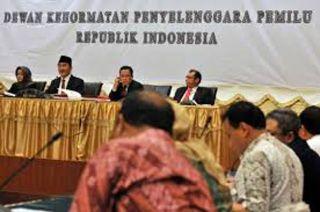 DKPP gelar sidang perdana pelanggaran kode etik Pilpres 2014.  (merdeka.com)