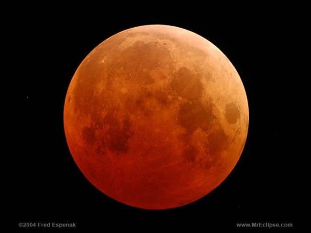 Ilustrasi - Penampakan gerhana bulan total, tanggal 27 Oktober 2004. (Fred Espenak / NASA)