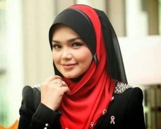 Siti Nurhaliza berada di Jakarta dalam rangka peluncuran Album terbarunya 'Fragmen'.  (www.ammboi.com)
