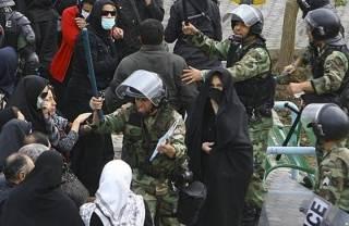Kekerasan polisi Iran terhadap warga Sunni. (islammemo)