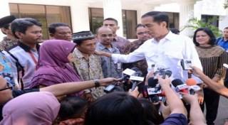 Orang tua Arsyad ketika bertemu Presiden Joko Widodo.  (okezone.com)