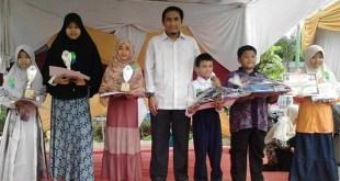Siswa SD Juara Pekanbaru meraih 5 gelar juara di lomba Puisi Pesta Rakyat yang diselenggarakan di Gedung Juang 45, Jl Jenderal Sudirman, Kota Pekanbaru. (Rena/RZ)