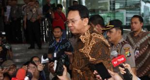 Gubernur DKI Jakarta Basuki Tjahaja Purnama saat memasuki gedung KPK, Selasa (12/4/2016). (tribunnews.com)