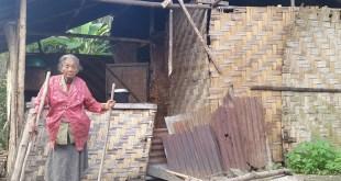Nek Waginem dan Tempat Tinggalnya di Desa Damak Maliho, Kecamatan Bangun Purba, Kabupaten Deli serdang, Sumatera Utara.