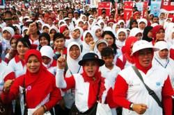 Ribuan alumni ESQ dari seluruh Indonesia mengikuti gerak jalan santai di di Silang Monumen Nasional, Jakarata, dalam rangka menuju Indonesia emas 2020. (hendro suhendra/dtc)