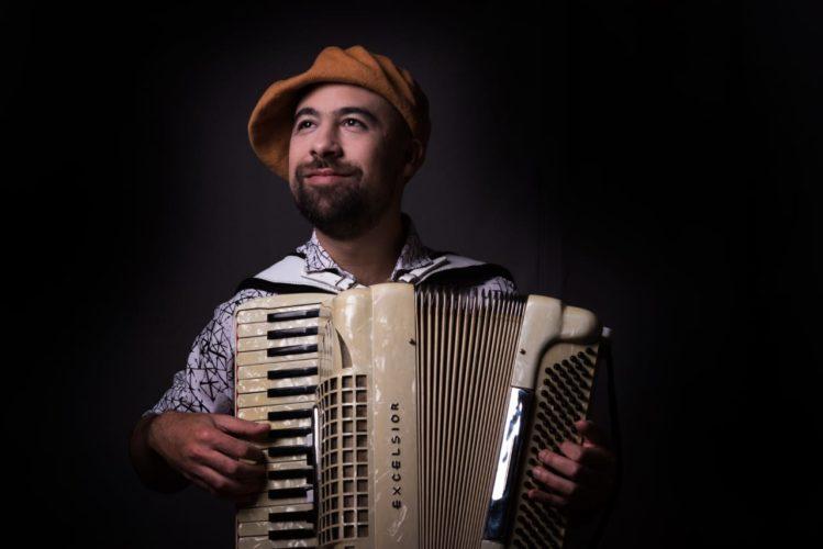foto profesor de acordeon