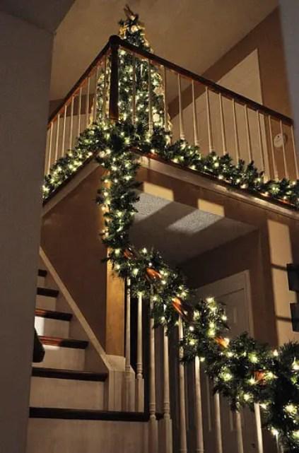 Decoraci n navide a para escaleras dale detalles - Escaleras decoradas en navidad ...