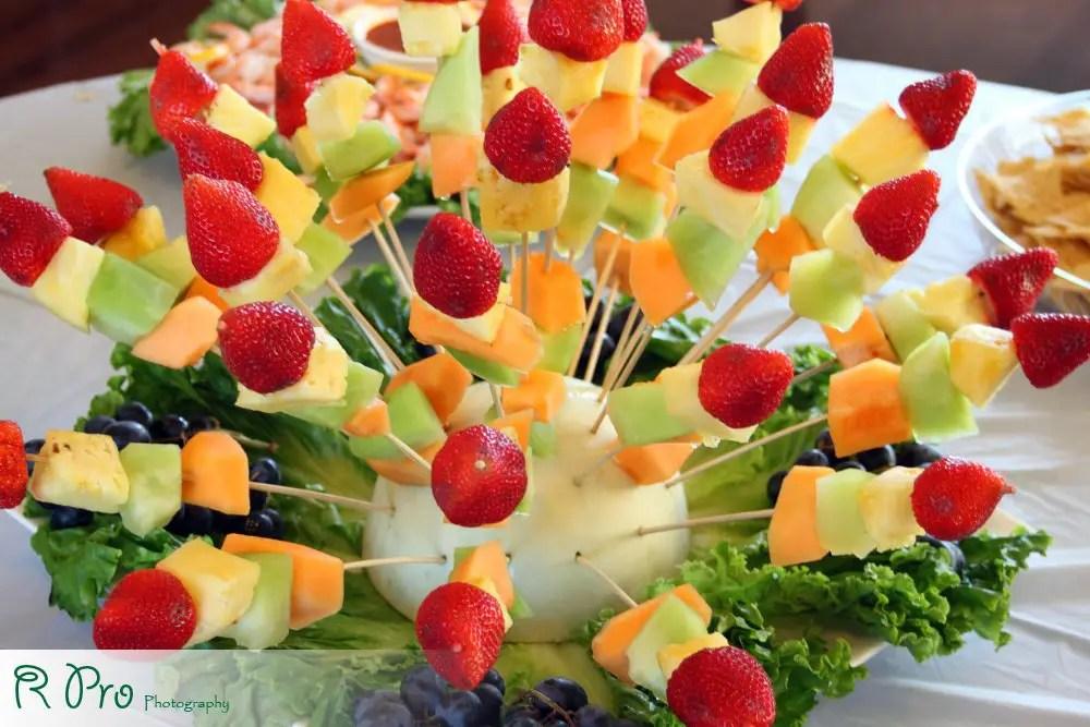 Brochetas de fruta super original dale detalles - Decoracion de ensaladas ...