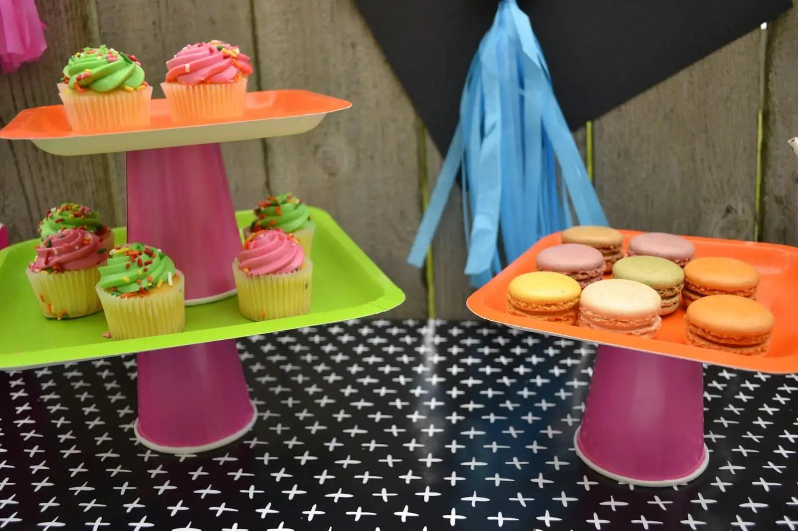 Stands Para Cupcakes Con Vasos Y Platos Desechables Dale