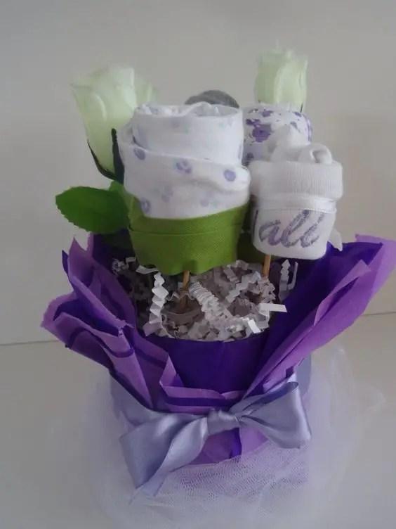 bouquet con ropa de bebe10