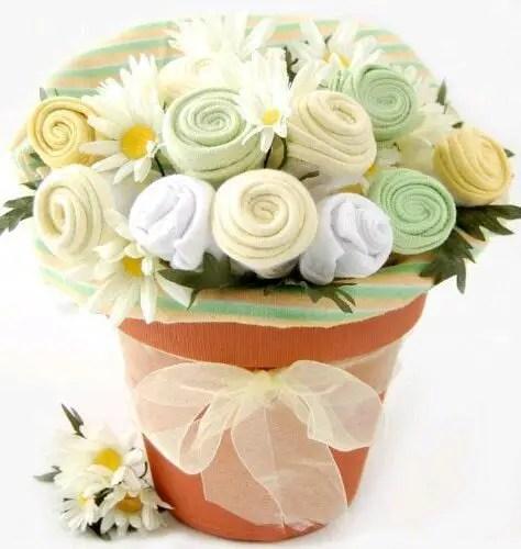 bouquet con ropa de bebe12