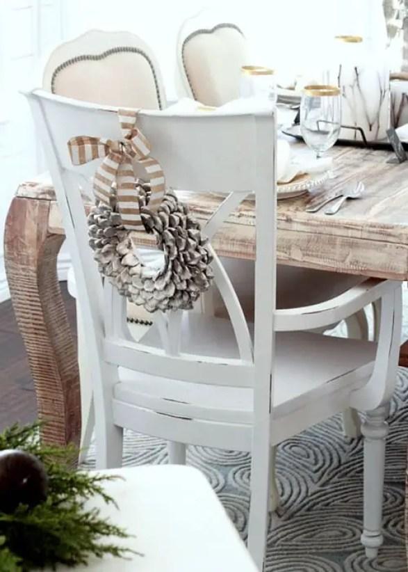 sillas-decoradas-para-navidad9
