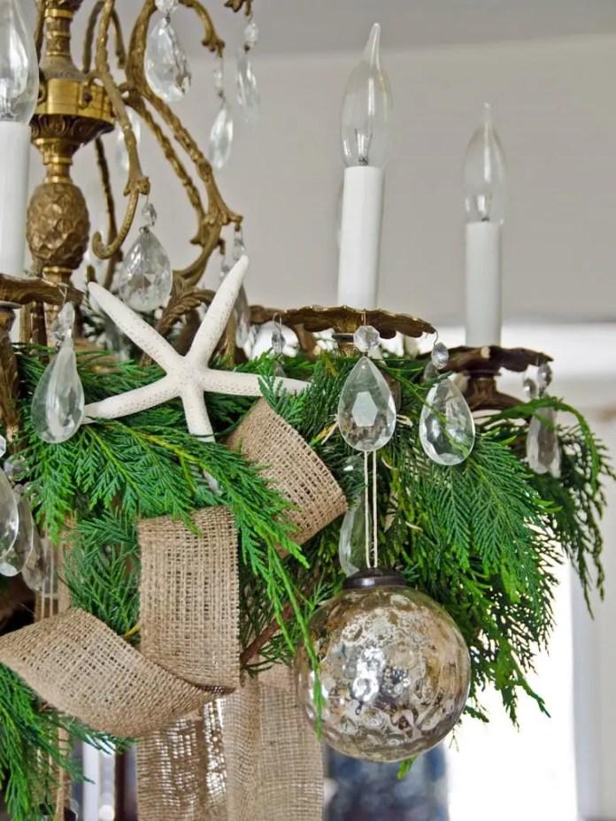 ideas-para-decorar-lamparas-de-techo-en-navidad5