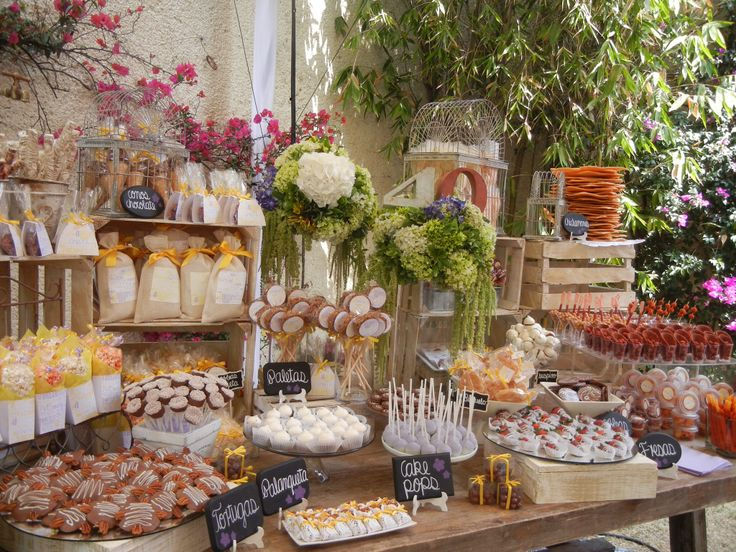 Mesas de dulces usando cajas de madera dale detalles - Decoracion mesas fiestas ...