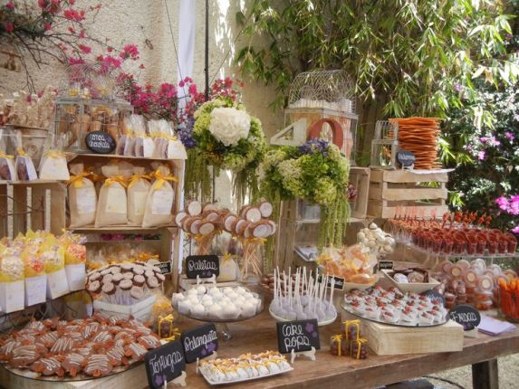 Mesas de dulces usando cajas de madera dale detalles for Mini candy bar de madera