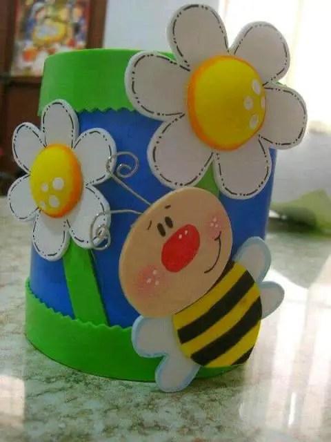 Latas decoradas con foami o goma eva dale detalles for Decoraciones de botes de plastico