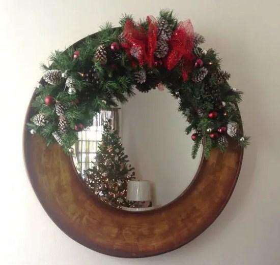 Ideas para decorar espejos en navidad dale detalles for Imagenes de espejos decorados