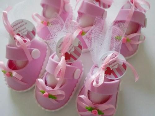 Zapatitos de foamy o goma eva para baby shower - Dale Detalles