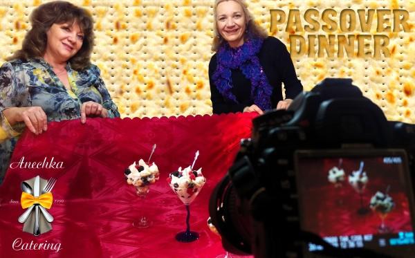 Анна Кун (слева) и Людмила Таран (справа) во время фотосъемки кулинарных шедевров от Anechka Catering