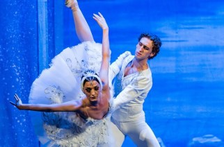 Солисты Russian Grand Ballet Ольга Кифяк и Евгений Светлица в балете «Лебединое озеро»