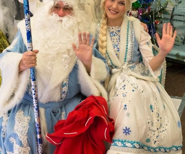 Русская школа в Далласе: фан с Дедом Морозом