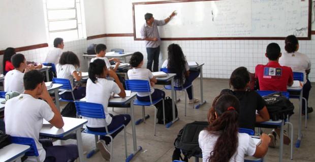 foto-professores-sala-de-aula-seduc-gilson-teixeira63-620x320