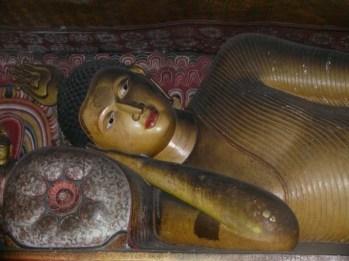 buddha-sdraiato-a-dambulla
