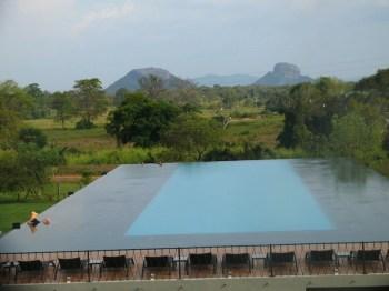 piscina-a-fioro-di-aliya-resort
