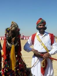 Cammelliere con il suo cammello al festival
