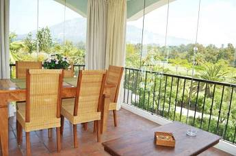 3 bedroom middle floor apartment – 398,000 euros