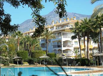 4 bedroom middle floor apartment – 299,000 euros