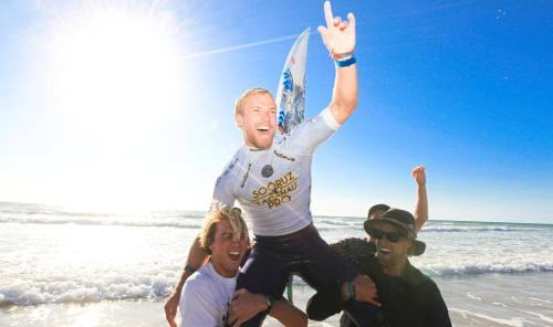 Tanner Gudauskas is carried up the beach by fellow San Clemente surfers Ian Crane (left) and Patrick Gudauskas after winning the Soöruz Lacanau Pro on Aug. 16. Photo: Courtesy ASP