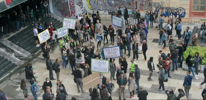 Protest zaposlenih na Filološkom fakultetu, traže da se nastavi izbor dekana (FOTO/VIDEO) 1