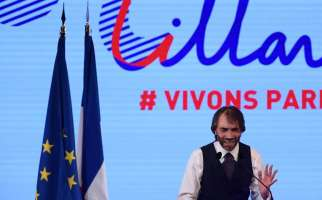 "(FILES) This file photo taken on July 4, 2019, shows Paris mayoral candidate Cedric Villani delivering a speech during a campaign meeting, in Paris, ahead France's municipal elections held in March 2020. French political Cedric Villani will deliver a speech on September 4, 2019 and may announce that he will be a candidate for Paris city hall after losing against Benjamin Griveaux to become the official ""La Republique en Marche"" (LREM) candidate, the party of the French president. / AFP / CHRISTOPHE ARCHAMBAULT"