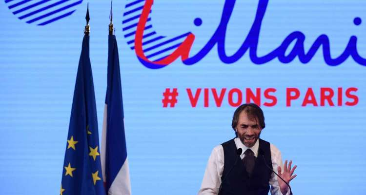 """(FILES) This file photo taken on July 4, 2019, shows Paris mayoral candidate Cedric Villani delivering a speech during a campaign meeting, in Paris, ahead France's municipal elections held in March 2020. French political Cedric Villani will deliver a speech on September 4, 2019 and may announce that he will be a candidate for Paris city hall after losing against Benjamin Griveaux to become the official """"La Republique en Marche"""" (LREM) candidate, the party of the French president. / AFP / CHRISTOPHE ARCHAMBAULT"""