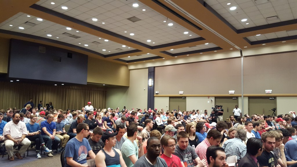 Milo Yiannopoulos crowd at Depaul