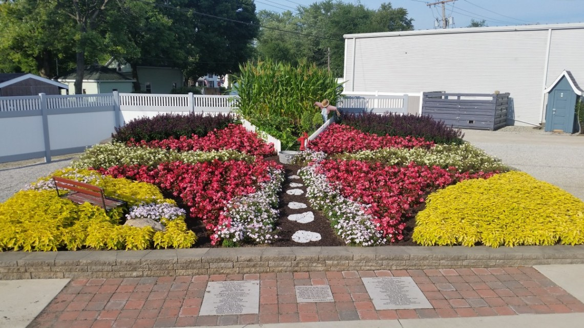 Nappanee Center Garden - Amish Country
