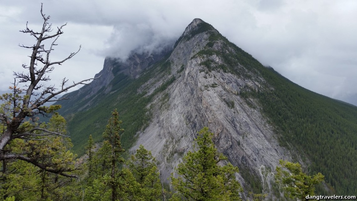 Tunnel Mountain Trail Banff (1)