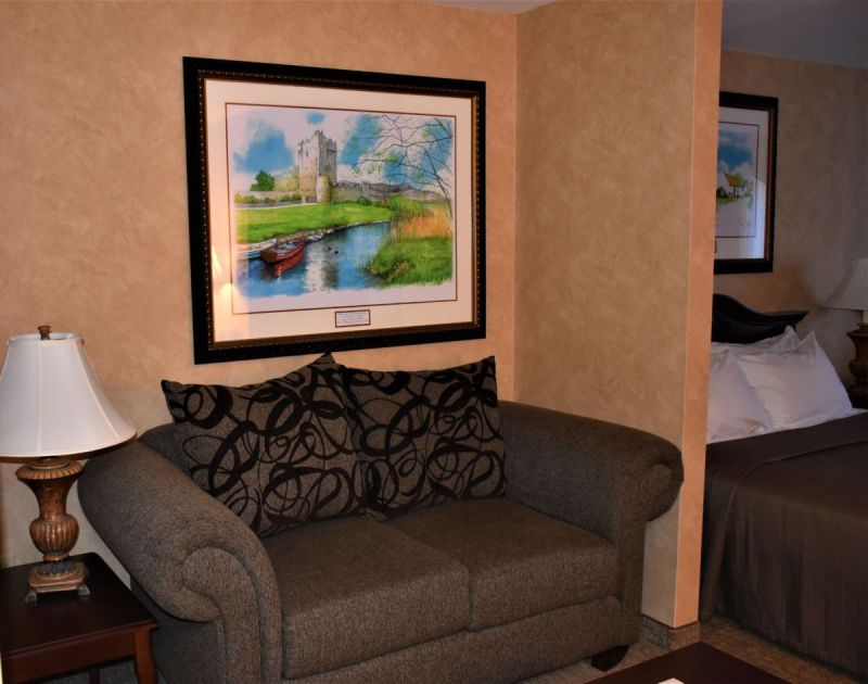 Are you looking for a great place to stay when visiting Galena, Illinois? The Irish Cottage Boutique Hotel is cozy, charming, and has an authentic feel. It's a perfect base for exploring the Galena area.