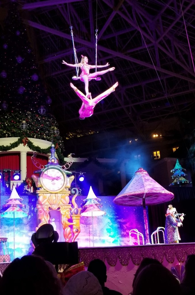 Looking for things to do in Orlando besides the theme parks? Check out these 10 festive places to go!
