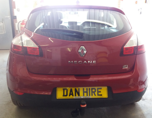 Bosal-Detachable-Towbar-fitted-to-Renault-Megane